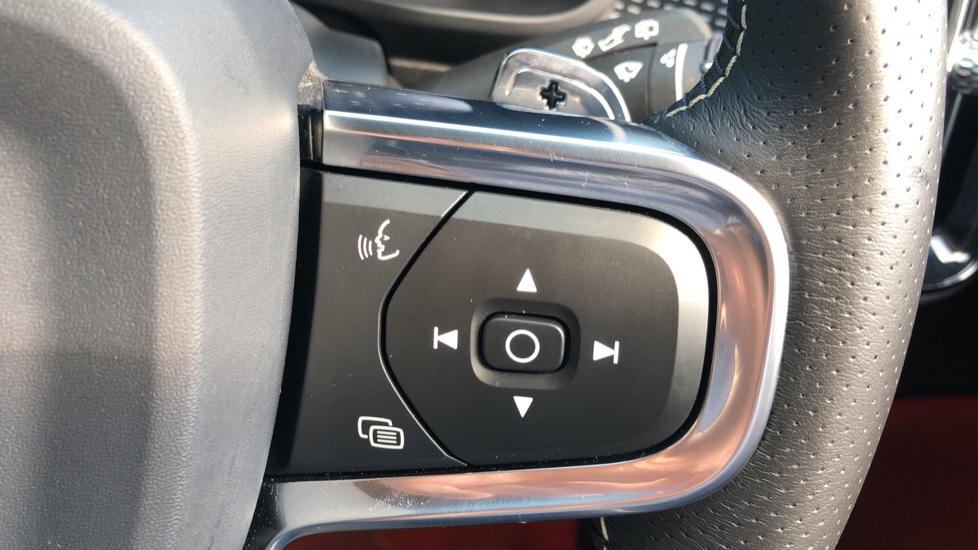 Volvo XC40 T5 AWD R Design Nav Auto with BLIS, Heated Screen, Keyless Entry, Rear Camera, Lava Carpets image 15