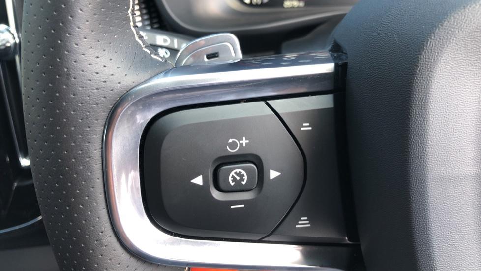 Volvo XC40 T5 AWD R Design Nav Auto with BLIS, Heated Screen, Keyless Entry, Rear Camera, Lava Carpets image 14