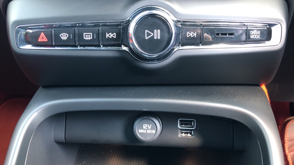 Volvo XC40 T5 AWD R Design Nav Auto with BLIS, Heated Screen, Keyless Entry, Rear Camera, Lava Carpets image 21