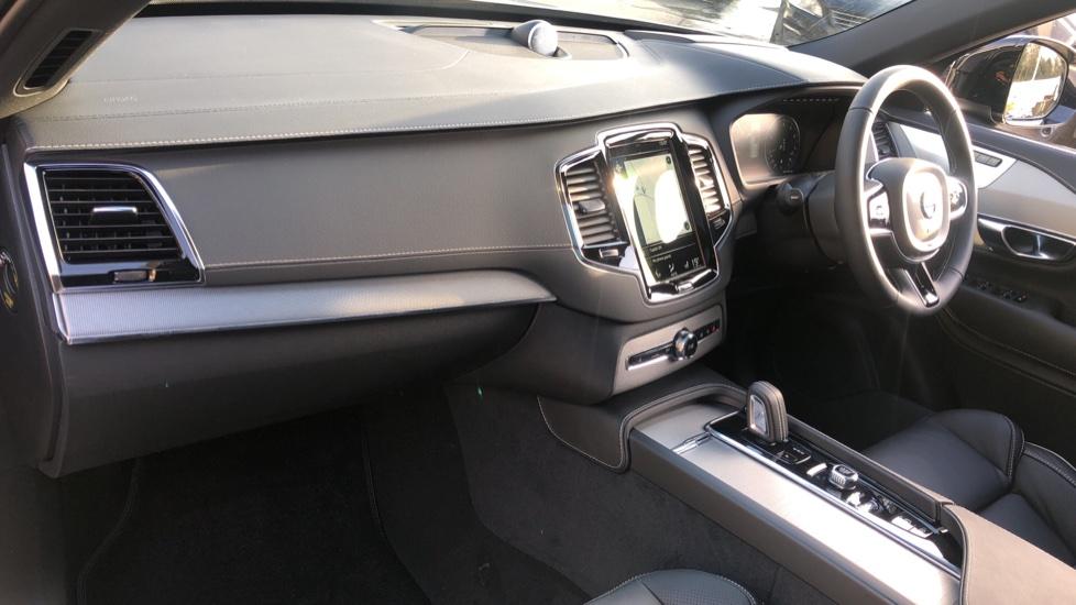 Volvo XC90 B5P Mild Hybrid R Design Pro AWD Auto, Lounge, Climate & Driver Assist Packs, Sunroof, B & W image 14