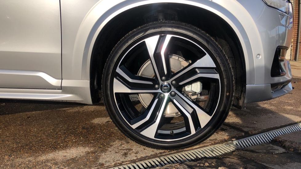 Volvo XC90 B5P Mild Hybrid R Design Pro AWD Auto, Lounge, Climate & Driver Assist Packs, Sunroof, B & W image 32