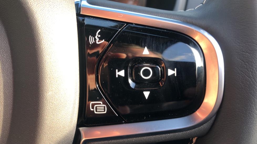 Volvo XC90 B5P Mild Hybrid R Design Pro AWD Auto, Lounge, Climate & Driver Assist Packs, Sunroof, B & W image 20