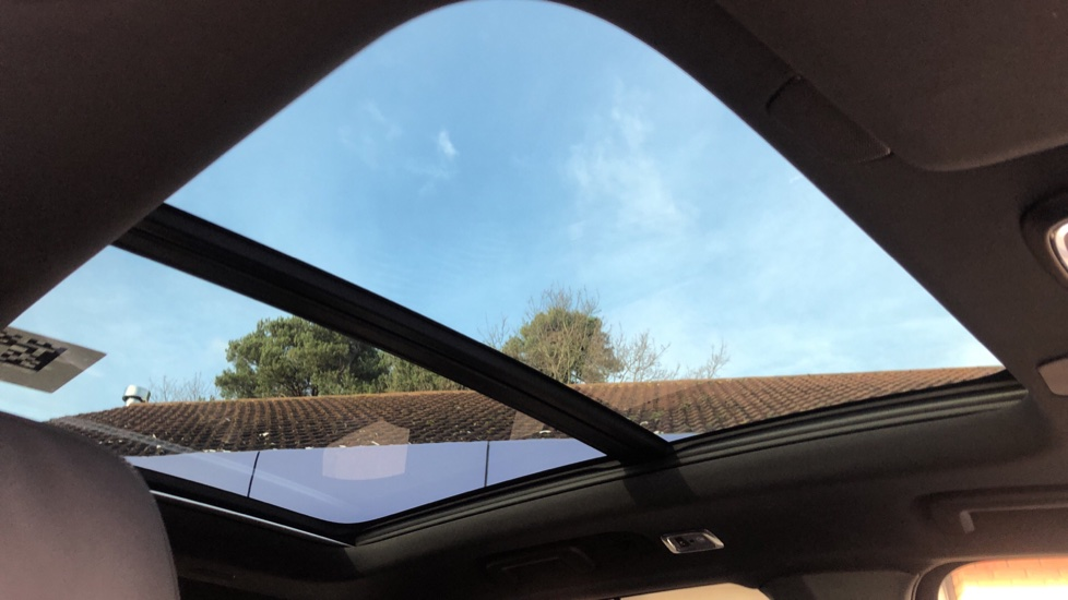 Volvo XC90 B5P Mild Hybrid R Design Pro AWD Auto, Lounge, Climate & Driver Assist Packs, Sunroof, B & W image 6