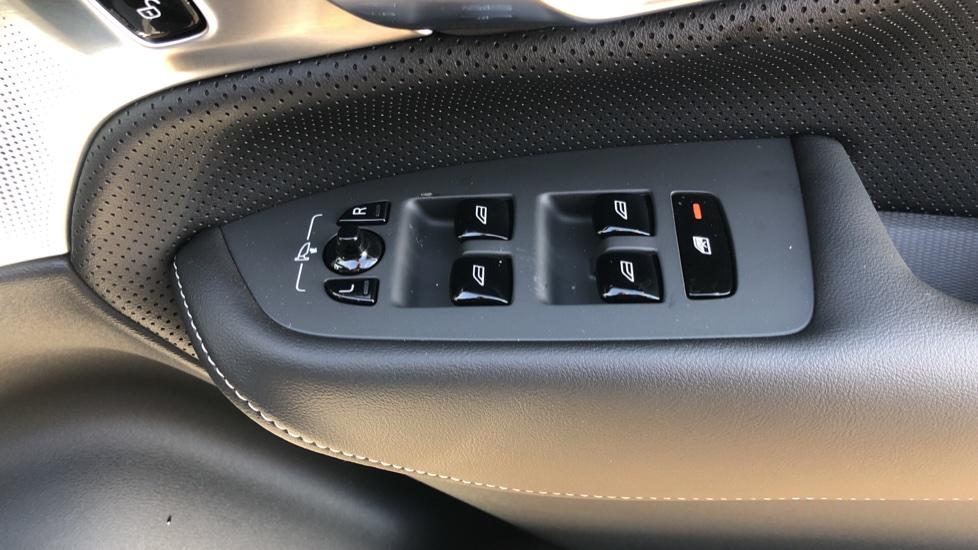 Volvo XC90 B5P Mild Hybrid R Design Pro AWD Auto, Lounge, Climate & Driver Assist Packs, Sunroof, B & W image 41
