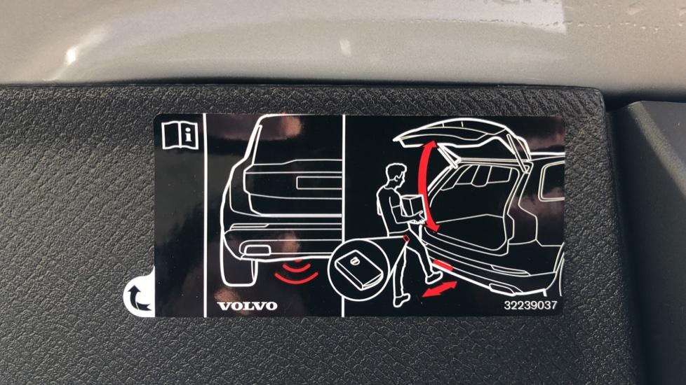 Volvo XC90 B5P Mild Hybrid R Design Pro AWD Auto, Lounge, Climate & Driver Assist Packs, Sunroof, B & W image 35