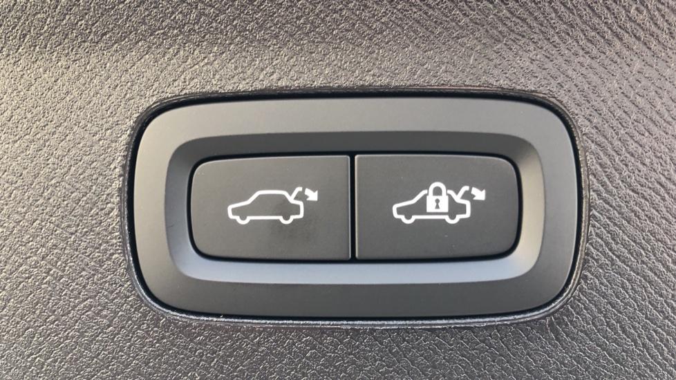 Volvo XC90 B5P Mild Hybrid R Design Pro AWD Auto, Lounge, Climate & Driver Assist Packs, Sunroof, B & W image 36