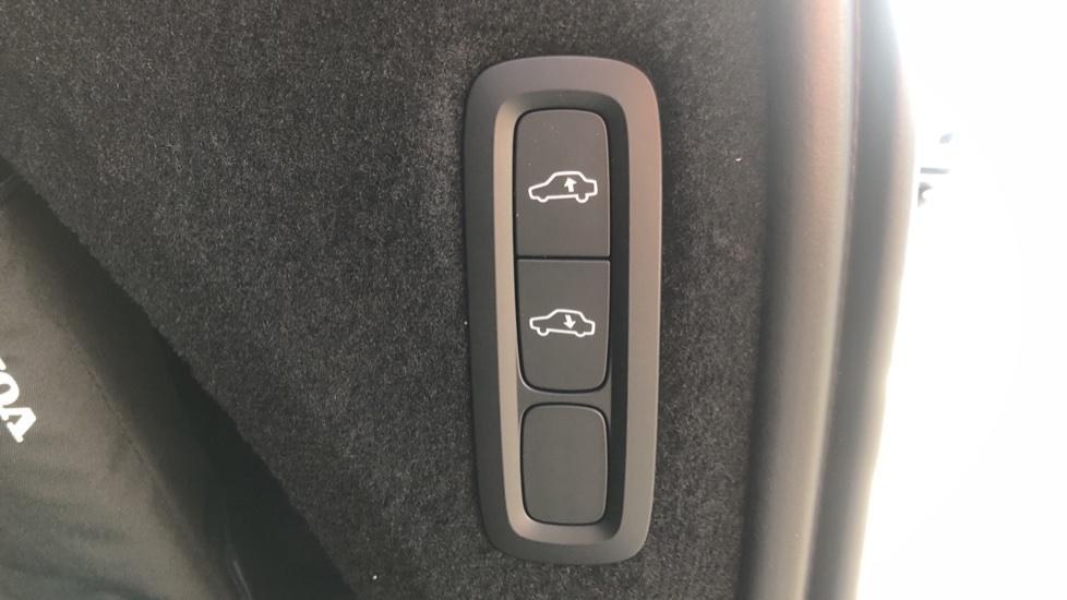 Volvo XC90 B5P Mild Hybrid R Design Pro AWD Auto, Lounge, Climate & Driver Assist Packs, Sunroof, B & W image 33