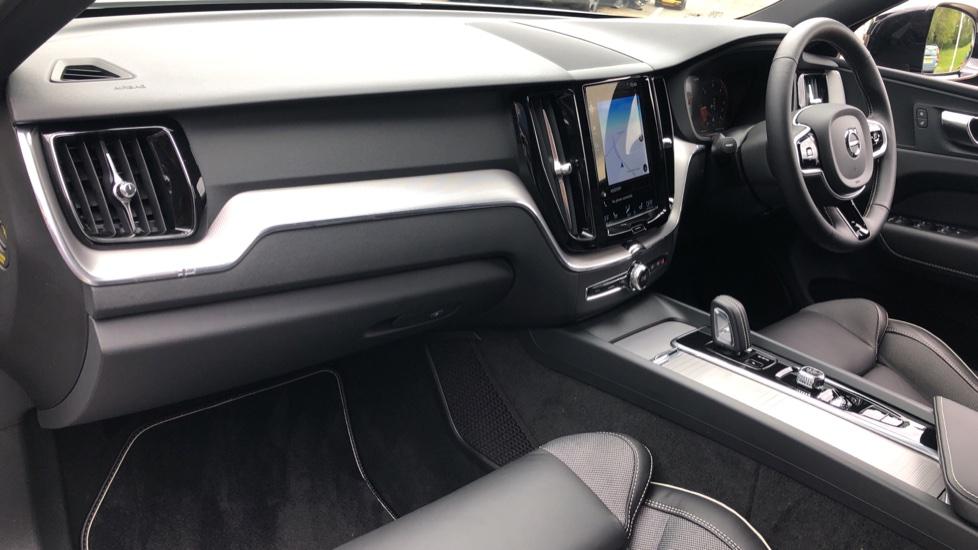 Volvo XC60 B4D Mild Hybrid R Design Nav  AWD Auto, Rear Camera, Parks Sensors, DAB Radio, Cruise Control image 8