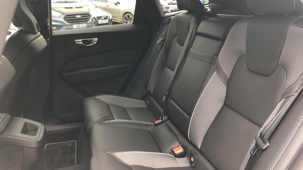 Volvo XC60 B4D Mild Hybrid R Design Nav  AWD Auto, Rear Camera, Parks Sensors, DAB Radio, Cruise Control image 16