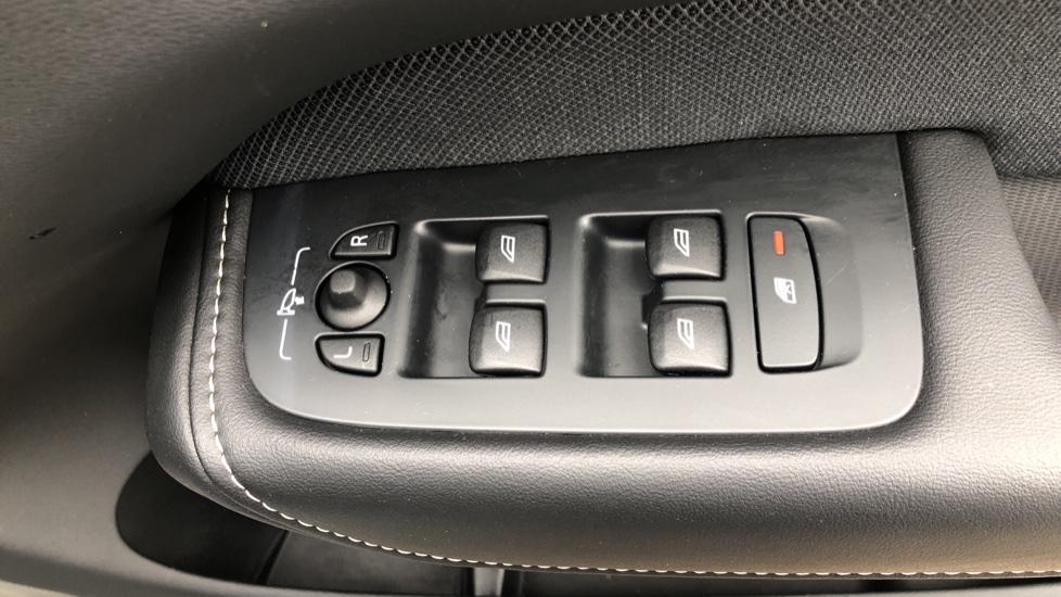 Volvo XC60 B4D Mild Hybrid R Design Nav  AWD Auto, Rear Camera, Parks Sensors, DAB Radio, Cruise Control image 28