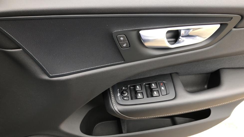 Volvo XC60 B4D Mild Hybrid R Design Nav  AWD Auto, Rear Camera, Parks Sensors, DAB Radio, Cruise Control image 27