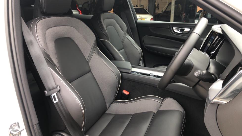 Volvo XC60 B4D Mild Hybrid R Design Nav  AWD Auto, Rear Camera, Parks Sensors, DAB Radio, Cruise Control image 15