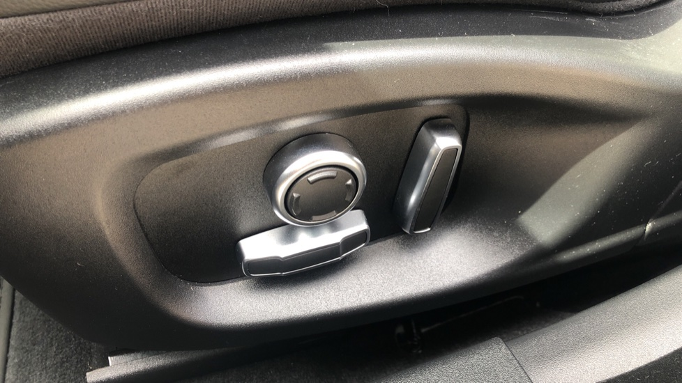 Jaguar XE 2.0 R-Dynamic S Auto, Nav, Heated & Electric Sports Seats, Parking Sensors, Cruise Control image 10