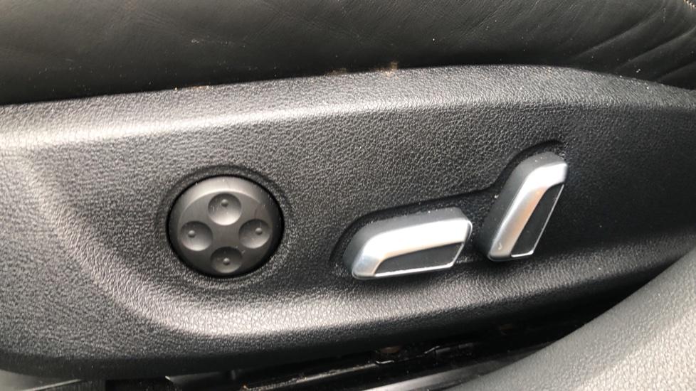 Audi A6 2.0 TDI Ultra S Line Auto, Navigation, Front & Rear Sensors, IPod, Bluetooth Phone & Audio image 15