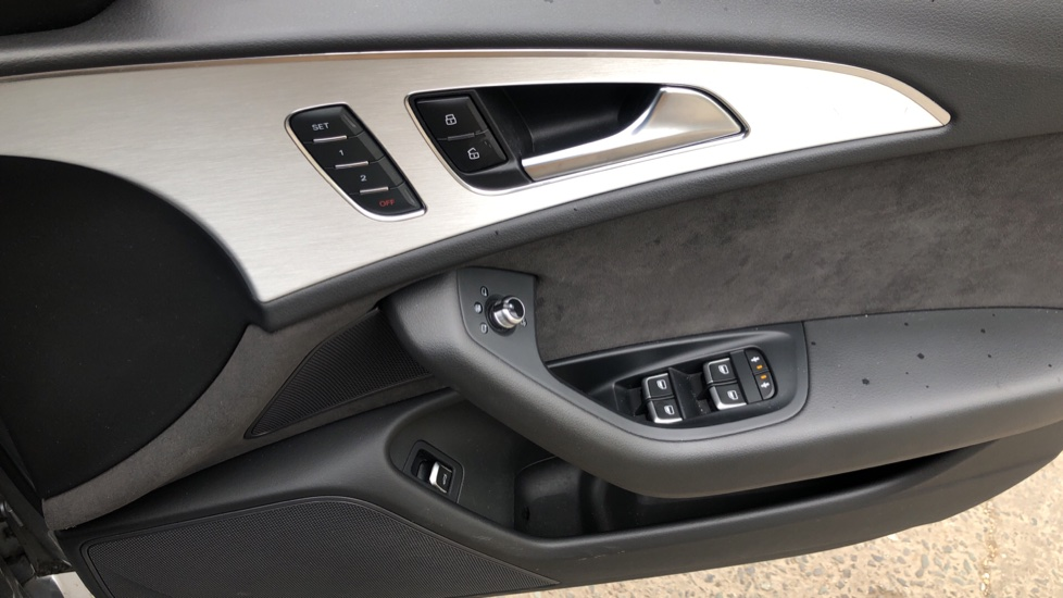 Audi A6 2.0 TDI Ultra S Line Auto, Navigation, Front & Rear Sensors, IPod, Bluetooth Phone & Audio image 33