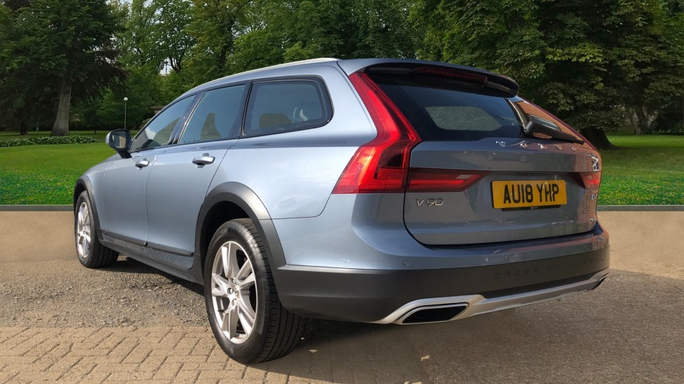 Volvo V90 D4 Cross Country Pro AWD Auto, F+R Sensors, Electric Driver Seat, Adaptive Cruise Control image 3