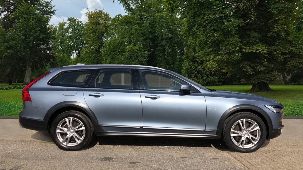 Volvo V90 D4 Cross Country Pro AWD Auto, F+R Sensors, Electric Driver Seat, Adaptive Cruise Control image 2