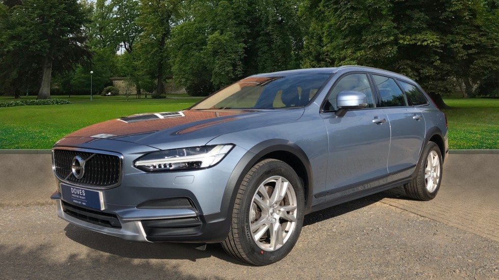 Volvo V90 D4 Cross Country Pro AWD Auto, F+R Sensors, Electric Driver Seat, Adaptive Cruise Control image 4
