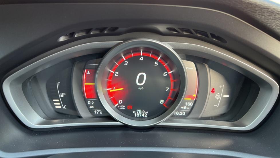 Volvo V40 T3 Cross Country Pro Manual, Nav, Rear Sensors, DAB Radio, Heated Screen & Seats, Full Leather image 9
