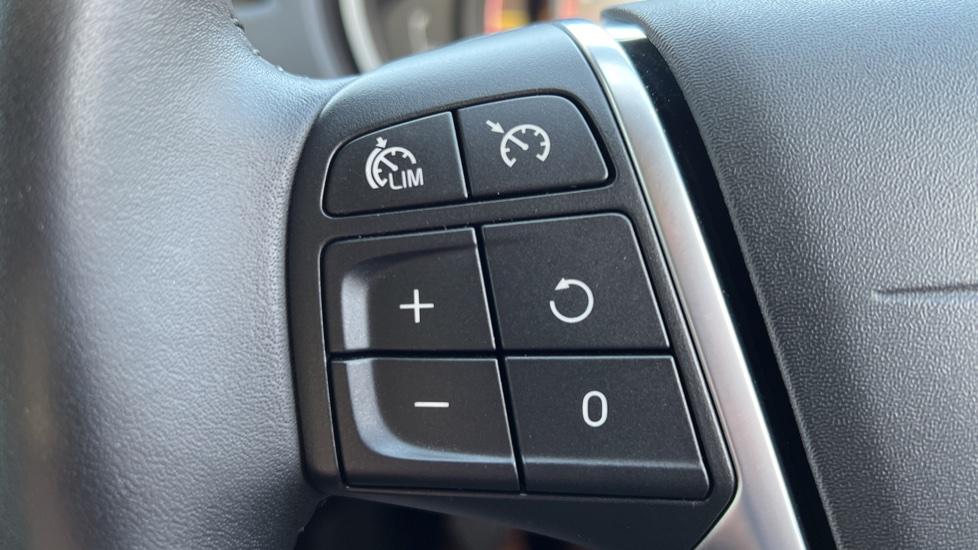 Volvo V40 T3 Cross Country Pro Manual, Nav, Rear Sensors, DAB Radio, Heated Screen & Seats, Full Leather image 10