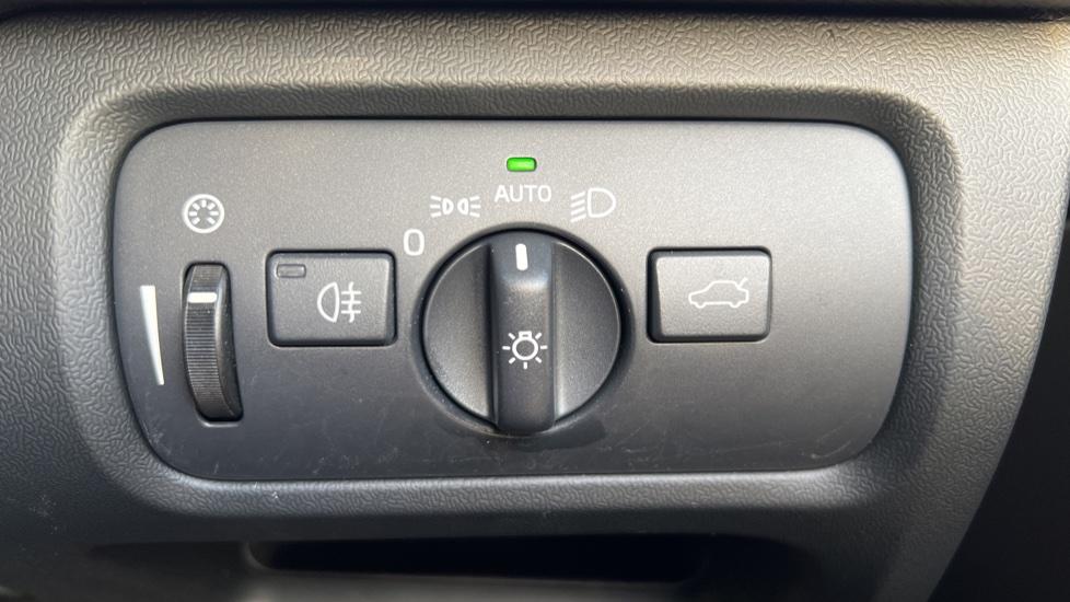 Volvo V40 T3 Cross Country Pro Manual, Nav, Rear Sensors, DAB Radio, Heated Screen & Seats, Full Leather image 17