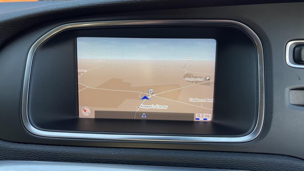 Volvo V40 T3 Cross Country Pro Manual, Nav, Rear Sensors, DAB Radio, Heated Screen & Seats, Full Leather image 5