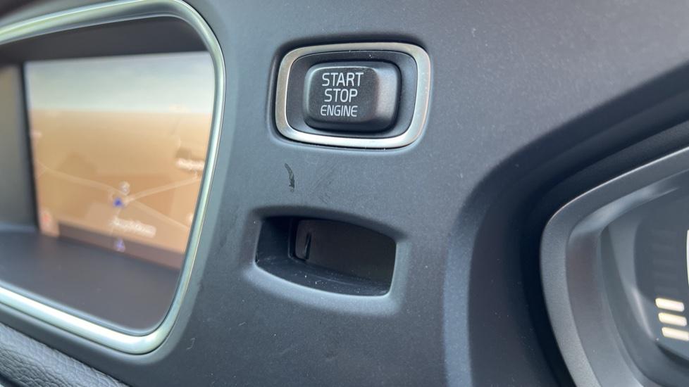 Volvo V40 T3 Cross Country Pro Manual, Nav, Rear Sensors, DAB Radio, Heated Screen & Seats, Full Leather image 16