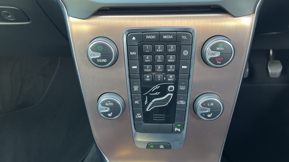 Volvo V40 T3 Cross Country Pro Manual, Nav, Rear Sensors, DAB Radio, Heated Screen & Seats, Full Leather image 14