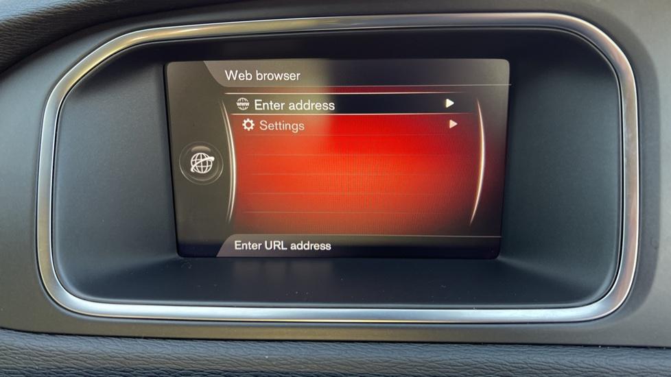 Volvo V40 T3 Cross Country Pro Manual, Nav, Rear Sensors, DAB Radio, Heated Screen & Seats, Full Leather image 20