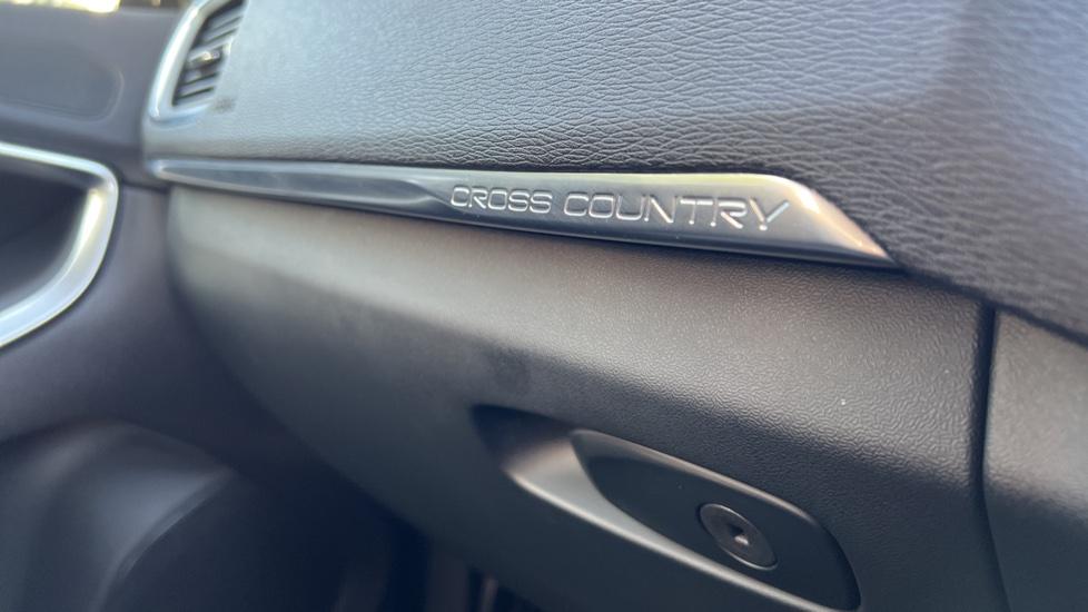 Volvo V40 T3 Cross Country Pro Manual, Nav, Rear Sensors, DAB Radio, Heated Screen & Seats, Full Leather image 28