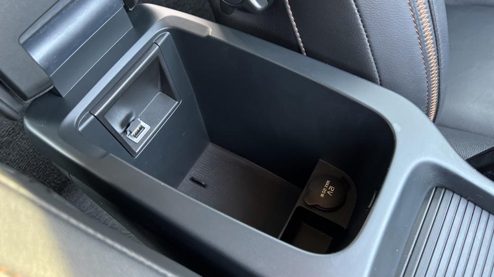 Volvo V40 T3 Cross Country Pro Manual, Nav, Rear Sensors, DAB Radio, Heated Screen & Seats, Full Leather image 31