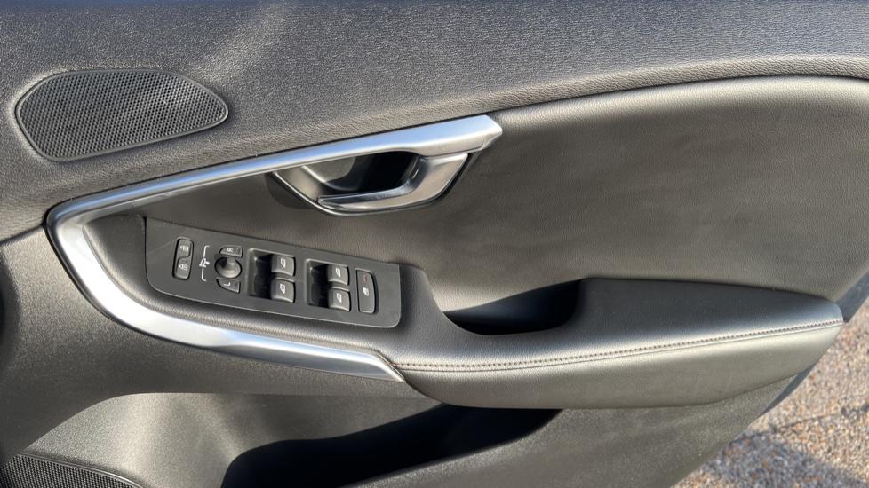 Volvo V40 T3 Cross Country Pro Manual, Nav, Rear Sensors, DAB Radio, Heated Screen & Seats, Full Leather image 36