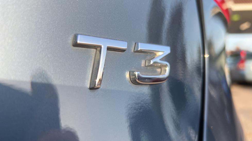 Volvo V40 T3 Cross Country Pro Manual, Nav, Rear Sensors, DAB Radio, Heated Screen & Seats, Full Leather image 38
