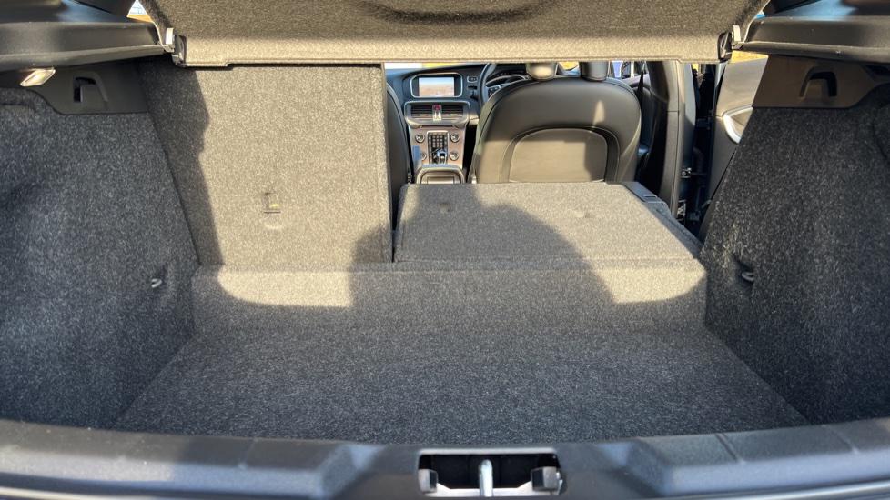 Volvo V40 T3 Cross Country Pro Manual, Nav, Rear Sensors, DAB Radio, Heated Screen & Seats, Full Leather image 33