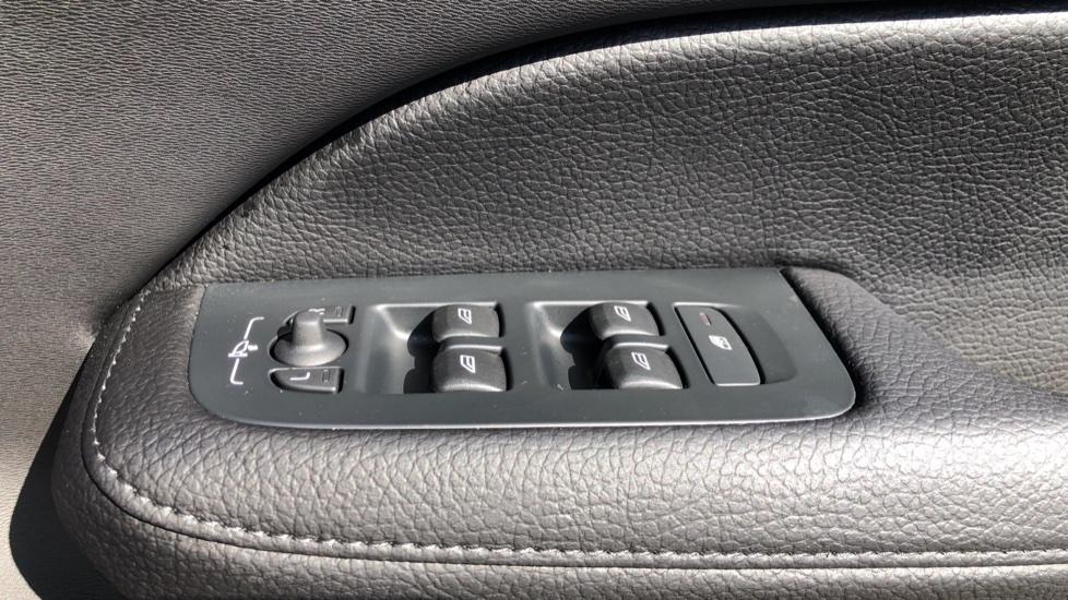 Volvo V60 D4 Cross Country Plus AWD Auto, Nav, Heated Seats, Electric Drivers Seat, F & R Sensors, DAB image 39