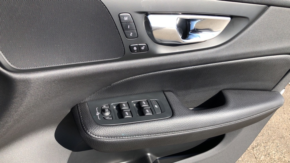Volvo V60 D4 Cross Country Plus AWD Auto, Nav, Heated Seats, Electric Drivers Seat, F & R Sensors, DAB image 40