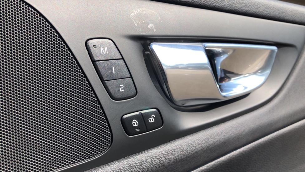 Volvo V60 D4 Cross Country Plus AWD Auto, Nav, Heated Seats, Electric Drivers Seat, F & R Sensors, DAB image 41