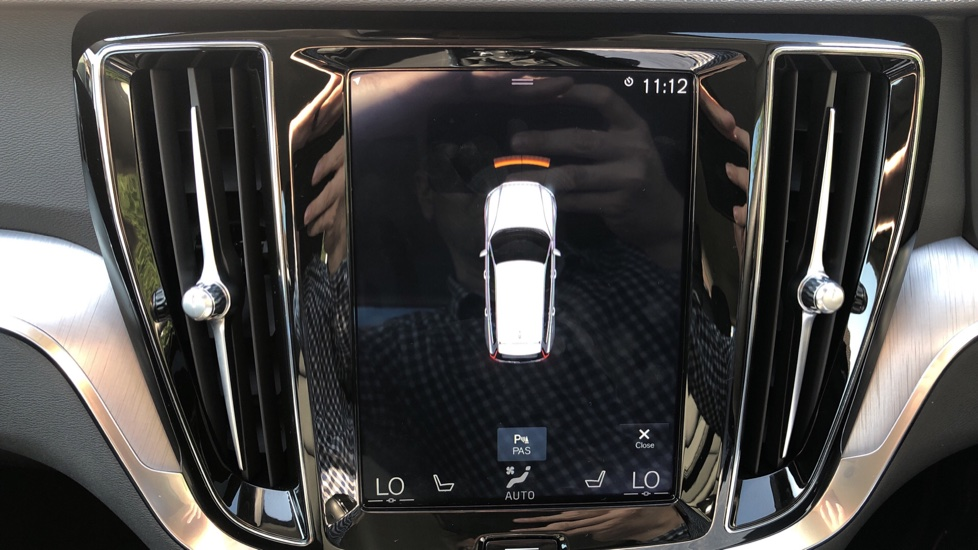 Volvo V60 D4 Cross Country Plus AWD Auto, Nav, Heated Seats, Electric Drivers Seat, F & R Sensors, DAB image 6