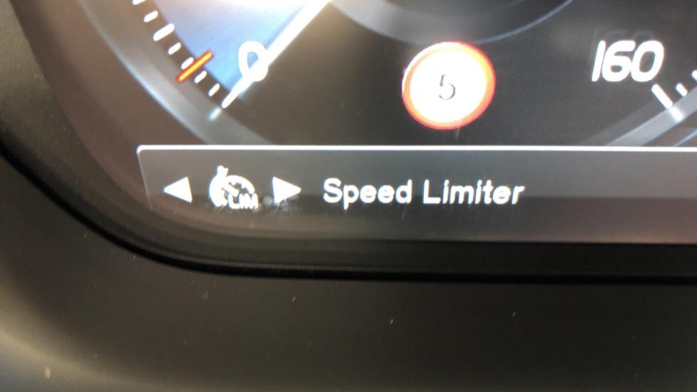 Volvo V60 D4 Cross Country Plus AWD Auto, Nav, Heated Seats, Electric Drivers Seat, F & R Sensors, DAB image 13