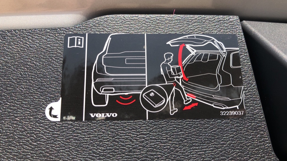 Volvo V60 D4 Cross Country Plus AWD Auto, Nav, Heated Seats, Electric Drivers Seat, F & R Sensors, DAB image 34