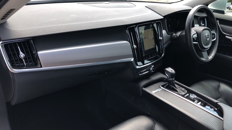 Volvo S90 D4 Momentum Nav Auto with Rear Cam, Adaptive Cruise Control, Lane Keeping Aid & Keyless Drive image 9