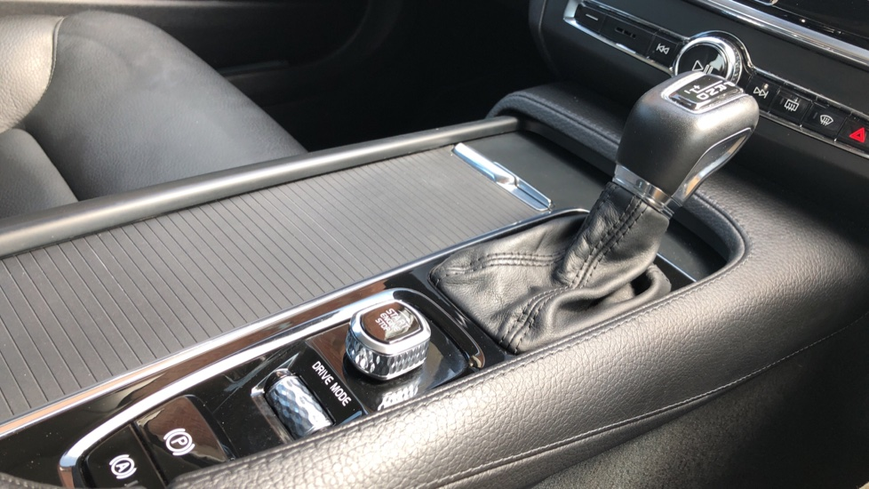 Volvo S90 D4 Momentum Nav Auto with Rear Cam, Adaptive Cruise Control, Lane Keeping Aid & Keyless Drive image 27