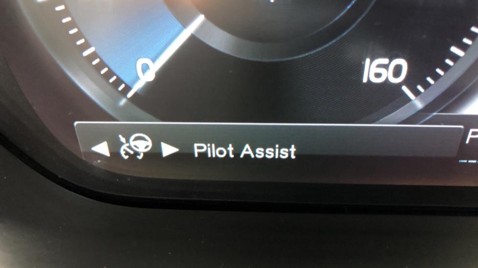 Volvo S90 D4 Momentum Nav Auto with Rear Cam, Adaptive Cruise Control, Lane Keeping Aid & Keyless Drive image 11