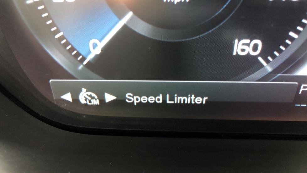 Volvo S90 D4 Momentum Nav Auto with Rear Cam, Adaptive Cruise Control, Lane Keeping Aid & Keyless Drive image 13