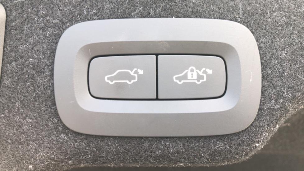 Volvo S90 D4 Momentum Nav Auto with Rear Cam, Adaptive Cruise Control, Lane Keeping Aid & Keyless Drive image 29