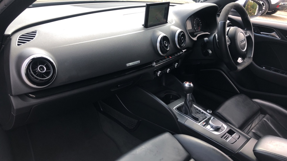 Audi RS3 2.5 TFSI RS 3 Quattro S 7 Speed Auto, 362bhp, Nav, Bang & Olufsen, Rear Sensors, Heated Seats image 9