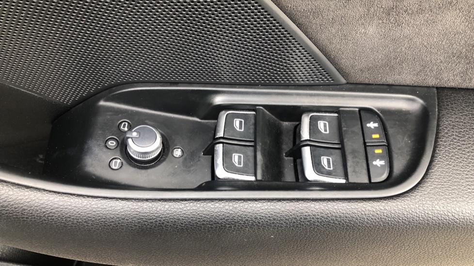Audi RS3 2.5 TFSI RS 3 Quattro S 7 Speed Auto, 362bhp, Nav, Bang & Olufsen, Rear Sensors, Heated Seats image 39
