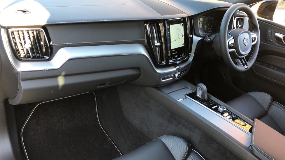 Volvo XC60 B5P Mild Hybrid R Design Pro Auto, Lounge Pack, Sunroof, 360 Camera, Wireless Phone Charging image 3
