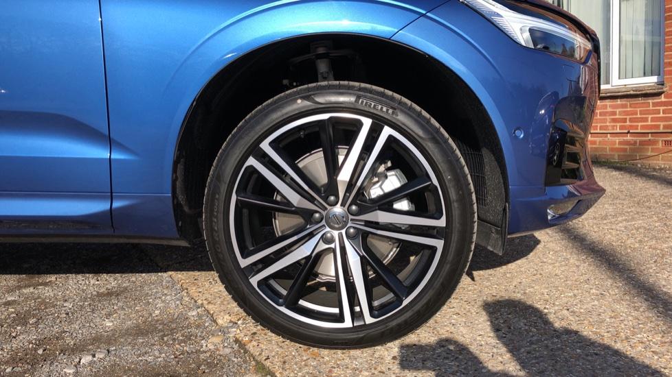 Volvo XC60 B5P Mild Hybrid R Design Pro Auto, Lounge Pack, Sunroof, 360 Camera, Wireless Phone Charging image 5