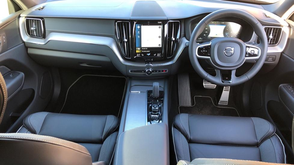 Volvo XC60 B5P Mild Hybrid R Design Pro Auto, Lounge Pack, Sunroof, 360 Camera, Wireless Phone Charging image 6